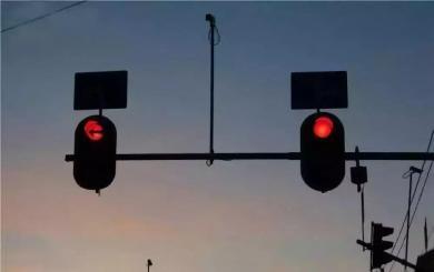 明明闯了红灯 为何迟迟没有违章提醒信息