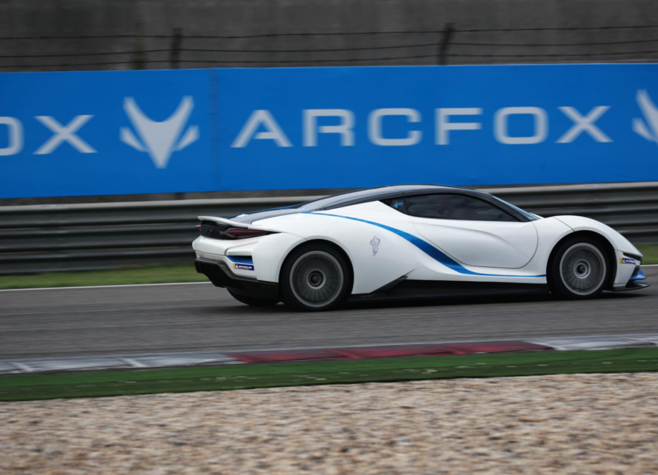【china-gt综述稿】全程领航顶级赛事,arcfox加速品牌向上v21038.jpg